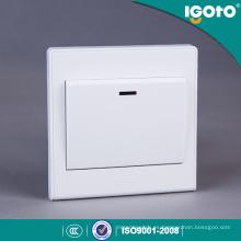 Interruptor estándar británico de la cuadrilla 1 20A con el neón