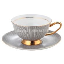 Taza de la porcelana de la calcomanía de la manera y platillo con la mano del oro