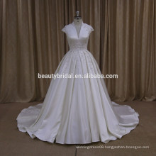 Plus size ball gown wedding dress with beaded lace applique bridal gowns in satin fabric XF1012