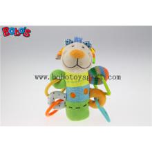 Weiche gefüllte bunte Lamm Tier Art Plüsch Baby Rattle Stick Spielzeug mit Kunststoff Zubehör Bosw1046