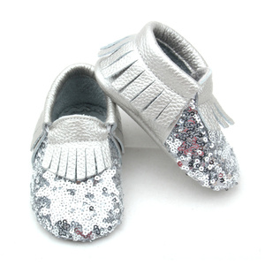 Venta al por mayor Fancy Shoes Shining Silver Sequin Baby Moccasins