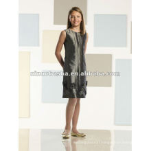 Sleeveless taffeta knee-length shift flower girl dress