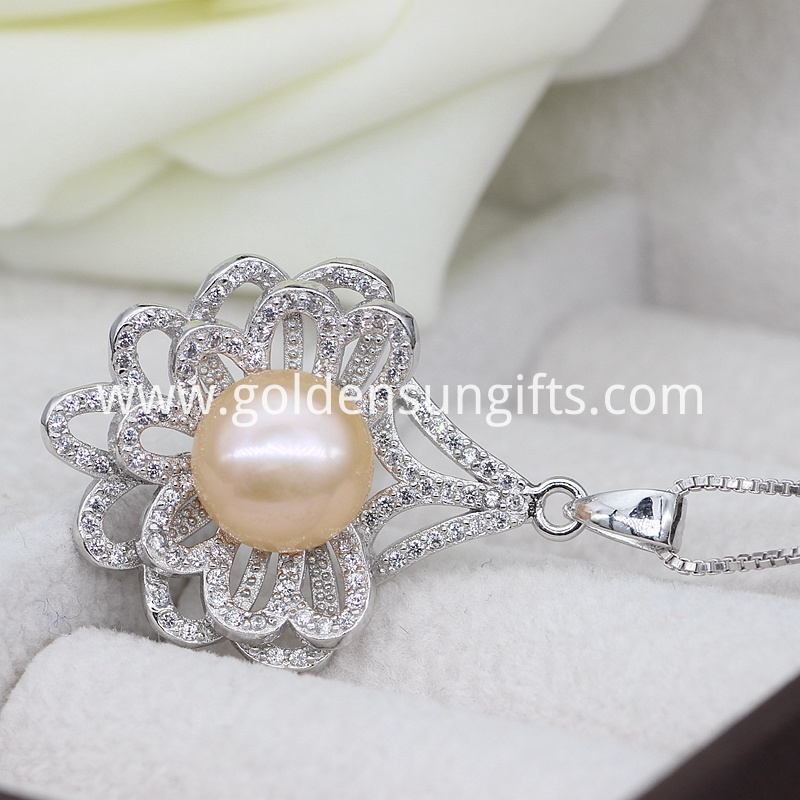 2017 Pearl Pendant Necklace