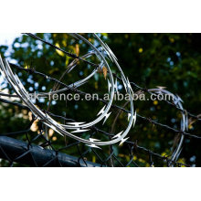 Sharp flat type razor barbed wire with chain link fence for Africa market