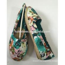Preiswerter Preis Blumendruck Segeltuchschuhfrauen flache Ferse beiläufiger Schuh