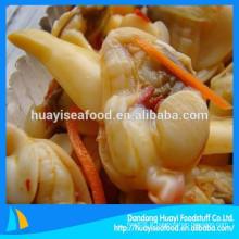 Différents types de viande de palourdes surgelées vendues à chaud sur le marché d'outremer