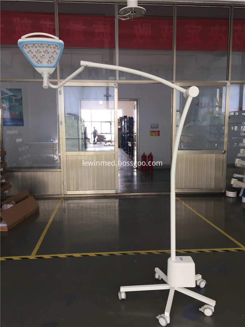 mobile surgical lamp
