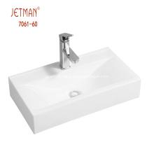 lavabo en céramique d'une seule pièce de salle de bain