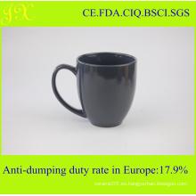 Espacio en blanco del color sólido de la g tazas de café
