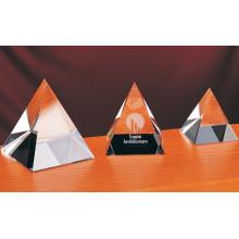 Pirámide de cristal transparente de alta calidad y hermosa