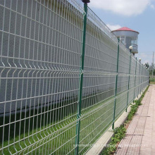 Clôture en treillis métallique enduit de PVC blanc