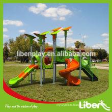 Les enfants en plastique extérieurs hors des aires de jeux (LE.QI.004.01)