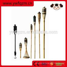 antorchas tiki de bambú para la iluminación del jardín