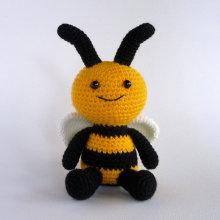 Crochet Amigurumi Bee Toy Stuffed Animal Dolls
