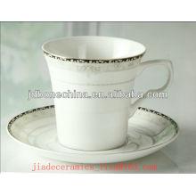 2014 nouveaux produits en céramique en porcelaine et en soucoupe