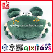 Le meilleur cadeau pour le crabe d'hiver froid a formé le réchauffeur mignon et pelucheux de main de jouet en peluche