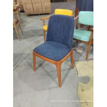 Cadeira de restaurante de tecido azul de alta qualidade com pernas de madeira