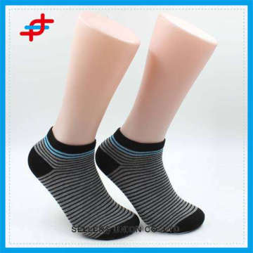 2016 fashion style and hot sale cheap men invisible socks of solid color stripe pattern