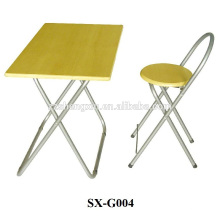 Kindertisch und Stuhl