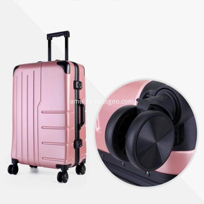 Universal wheel luggage