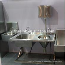 Unidade de aço inoxidável médica do funil do Slop do dissipador da comporta com reservatório, China Dissipador chinês do Sluice para o saneamento sanitário do hospital