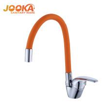 O projeto o mais atrasado da tubulação flexível kicthen a torneira extravagante moderna da torneira de água