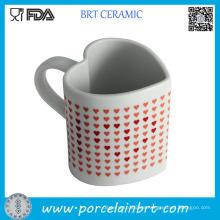 Taza de café de cerámica sensible al calor de la forma del corazón