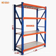 El polvo cubrió las piezas de almacenamiento ampliamente utilizadas estantes de estantería de metal