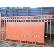 Schöne schmiedeeiserne Tore oder Zaun