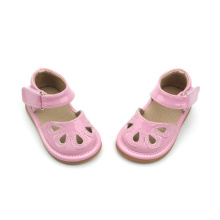 Sweet First Class Rosa Hollow Squeaky Shoes Baby