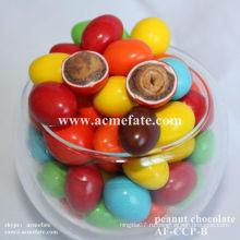 Хрустящий круглый маленький шоколадный шарик с арахисом
