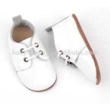 El oxford blanco vendedor caliente calza los zapatos de cuero genuinos del bebé
