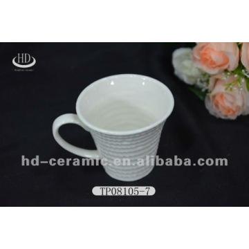 Taza de té de porcelana y platillo