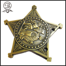 Insigne en bronze antique Star Pin
