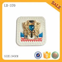 LB370 Großhandelsweißfarbenjeans prägeartiges PU-Lederetikett mit Metalllogo