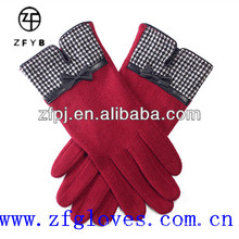 Beutiful and fashionable wool gloves for girls