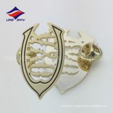 Billiges handgemachtes Metall eigenartiges Goldabzeichen mit Schmetterling