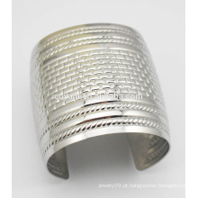Moda gravada textura punho gótico grande bracelete pulseira larga
