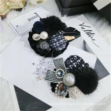 Fall Winter Pearl Rhinestone Bow Fur Designer Brooch Pin for Women Girl Coat Sweater Accessories Vintage Badge Fashion Jewelry
