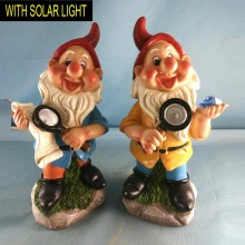 Polyresin Smart Studing Dwarf with Solar Light