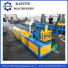 Máquina para fabricar puertas de persiana de rodillo de acero