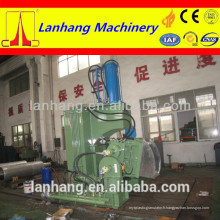 Machine de malaxage en caoutchouc avec porte à décharge d'extrusion