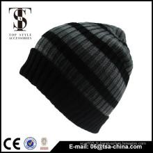 Bonnet de bonnet en tricot fait sur mesure