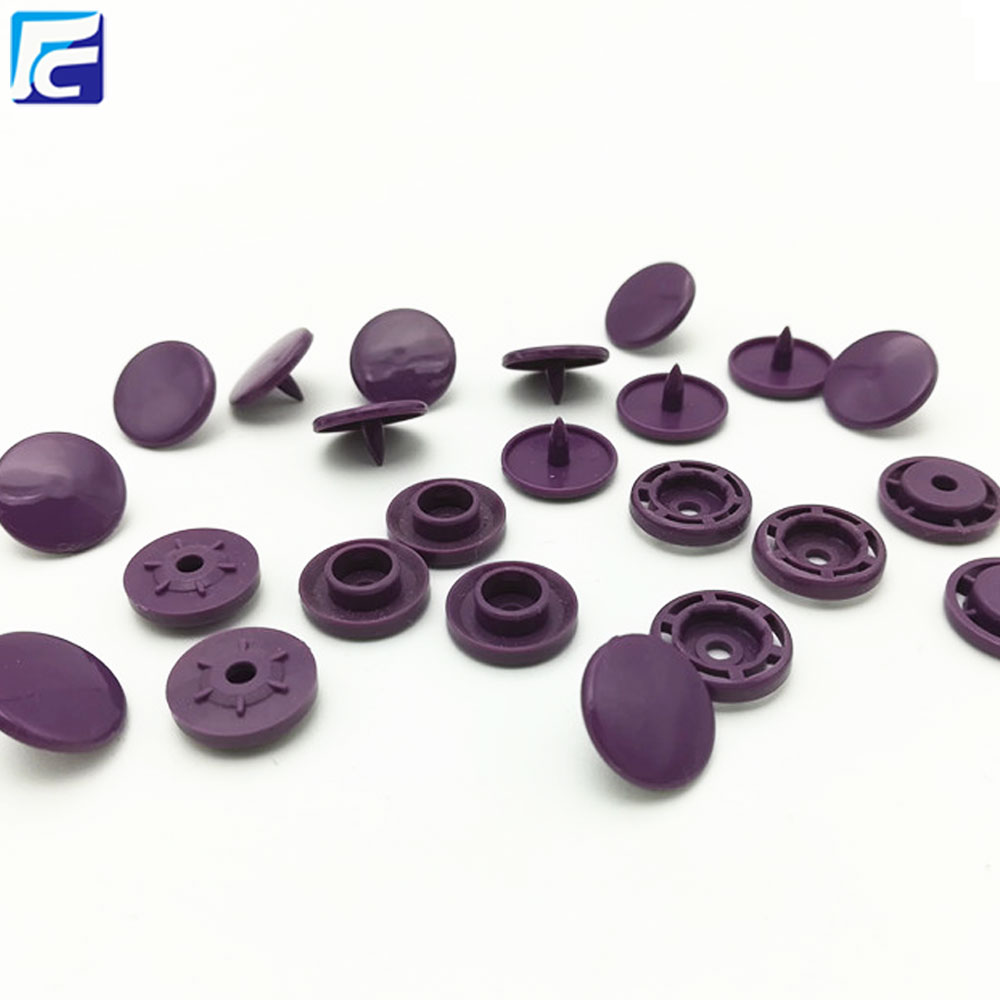 Four part plastic prongs snap button for bag