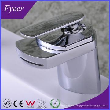 Diseño moderno de alta calidad cascada de latón lavabo grifo del fregadero (qh0701)