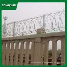 Calibre 12 * 14 galvanizado arame farpado preço por rolo / rolo preço cerca arame farpado barbante