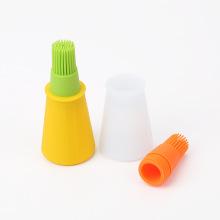 Avec l'outil de badigeonnage de brosse de silicone de distributeur de support d'huile