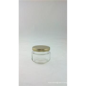 Pot de verre avec un couvercle métallique