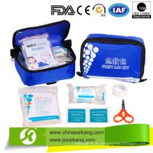 Erste-Hilfe-Tasche mit nützlichen Instanzen für Notfall