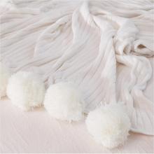 POMPOMS के साथ बुना हुआ ऊन कंबल